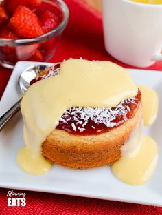 Low Syn Jam and Coconut Sponge Cake - a delicious journey back to childhood with this oat based coconut sponge, topped with sweet jam and shredded coconut. Does anyone remember the Jam and Coconut Sponge Slimming World Cake, Slimming World Desserts, Slimming World Recipes Syn Free, Jam And Coconut Cake, Coconut Sponge Cake, Coconut Cakes, Lemon Cakes, Healthy Cheat Meals, Healthy Nutrition