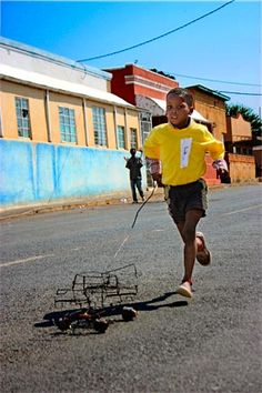 The draadkar, a well-known toy on the African continent, is a wire car crafted from found items rejected as scraps.
