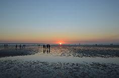 Watching the sunset at Mindil Beach | Darwin must-do: Mindil Beach Markets | lizniland.com