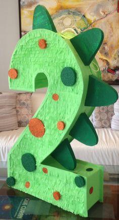 Piñata del numero 2 de dinosaurio