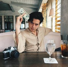 cole sprouse, riverdale, and boy image Cole M Sprouse, Dylan Sprouse, Sprouse Bros, Cole Sprouse Jughead, Memes Riverdale, Riverdale Cast, Riverdale Netflix, Riverdale Funny, Vanessa Morgan