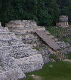 The area discovered until 2005 covers 2.5 km ² , it is estimated that only explored less than 10% of the surface reached the city total, remaining over a thousand structures still covered by jungle