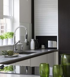 Modern Kitchen Cabinets, Modern Kitchen Design, Modern Design, High Gloss White Kitchen, Home Office Furniture Design, Small Home Offices, Plumbing Pipe Furniture, Traditional Bedroom Decor, Compact Kitchen
