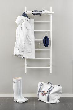 Kotimainen Rej Design –kuivauspatteri voidaan toimittaa myös valkoisena tai tilauksesta RAL- sävytettynä muuhun sisustukseen sopivaksi. Lämmin vesi- tai sähkötoiminen kuivain on mainio, vaivaton, energiatehokas ja vähän tilaa vievä apuväline myös ulkoiluvaatteiden kuivatuksessa. Kuvan kuivauspatteri sähkötoiminen Tango EH 50130, mitat L 570mm x K 1300mm + lisävarusteina Rej Design Pivo 50 –hylly sekä kenkä/lapasripustimet valkoisena RAL 9010. #RejDesign #Habitare2015 #avainmerkki… Bathroom Inspiration, Mudroom, Shoe Rack, Laundry Room, Interior And Exterior, Organization, Organizing, Household, Tango