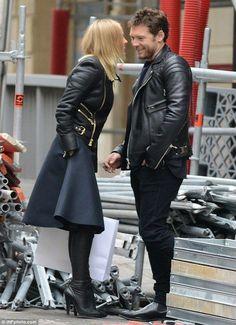 Lara Bingle.. high-end Paris chic..... - Celebrity Fashion Trends
