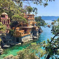 Portofino, Liguria.@best_italiansites 📷: @rivolta.rossano ...#portofino #travelitalia #liguria #ladolcevita #beautifulphoto #outdoorspace #greenandblue #greenplants #decorgram #interiorismo #decoración #luxuryhomes #luxury #beautifulviews #beautifulcolors