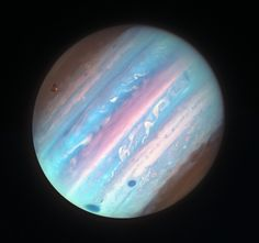Jupiter in Ultraviolet from Hubble October 2018 via NASA Jupiter looks a bit different in ultraviolet light. To better interpret Jupiter's cloud. Cosmos, Space Planets, Space And Astronomy, Astronomy Science, Digital Foto, Astronomy Pictures, Hubble Pictures, Nasa Photos, Nasa Space Pictures