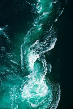 Waves - on the wall as a wallpaper panel! No Wave, Terra Verde, Illustration Mode, Ocean Photography, Photography Photos, People Photography, Night Photography, Landscape Photography, Live Wallpapers