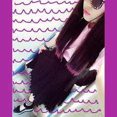 ときどき出てくるブラックるな黒のプリーツスカートかわいい! そうだ毛先を紫にしたよ!#used #RunasFashion