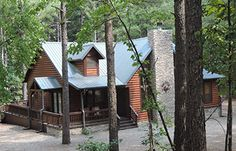 Rusty Spur Lodge - Conveniently located just minutes from Broken Bow Lake, Cedar Creek Golf Course, Beavers Bend State Park, ATV Trails and Mountain Fork River. If it's serenity you want in a beautiful log cabin that's easy to find, you have chosen the right vacation home - the Rusty Spur Lodge - in the Ouachita National Forest.