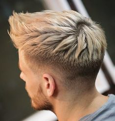 The top short hairstyles for men for the year 2018 are eye-catching and somewhat sophisticated. Today the short mens hairstyles have become particularly. Traditional Tattoo Gentleman, Traditional Tattoos, Hairstyles Haircuts, Haircuts For Men, Medium Hair Styles, Short Hair Styles, Hair 2018, Fade Haircut, Hair And Beard Styles
