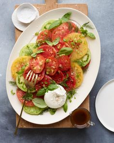 This Heirloom Tomato Carpaccio with Burrata has been on repeat since tomato season exploded and oh my goshIts everything. Heirloom Tomatoes, Healthy Salad Recipes, Pasta Recipes, Vegetarian Recipes, Healthy Food, Whats Gaby Cooking, Summer Side Dishes, On Repeat, Vegetarian Food