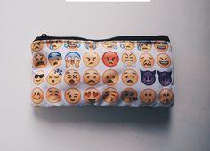 emoji pochette trousse étui à crayon émoticône par ImWithYouFriend