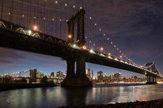 Watching night fall over Manhattan from Brooklyn Bridge Park