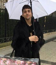 i'm siiiiiiinnnggggiiinngggg in the rain