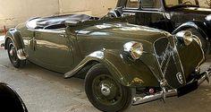La Citroen traction 15 Six ou 15-6, cette ancienne automobile fut produite de 1939 à 1957, une motorisation d'une cylindrée de 2.9 L présentant une puissance de 77ch.