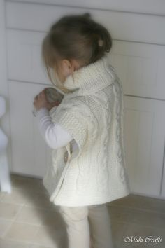 KNITTING PATTERN poncho Robyn with braided cables by MukiCrafts