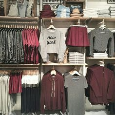 Knowing What Is Fashion Merchandising All About - Personal Fashion Hub Boutique Interior, Clothing Store Interior, Clothing Store Displays, Clothing Store Design, Boutique Clothing, Denim Display, Fashion Store Design, Yoga Studio Design, Thrift Store Shopping