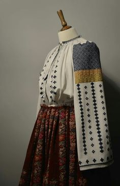 Folk Costume, Costumes, Peasant Blouse, Romania, Fabrics, Traditional, Embroidery, How To Wear, Dresses