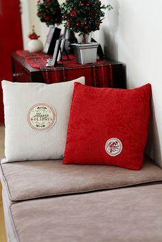 DIY Christmas Throw Pillows made from cloth napkins