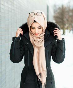 حجاب bushra like hijab life Fashion in 2019 fashion habit vs hijab - Hijab Hijab Niqab, Hijab Chic, Beautiful Muslim Women, Beautiful Hijab, Hijab Dress, Hijab Outfit, Ootd Hijab, Cardigan Outfits, Muslim Fashion