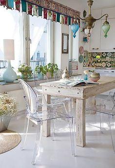 39 Beautiful Shabby Chic Dining Room Design Ideas | DigsDigs http://www.digsdigs.com/39-beautiful-shabby-chic-dining-room-design-ideas/