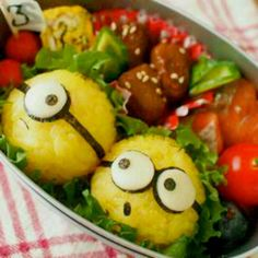 Despicable Me bento Bento Recipes, Healthy Recipes, Bento Ideas, Bento Kawaii, Cute Food, Good Food, Desserts Japonais, Dessert Original, Lunch Snacks