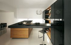 muebles de cocina modernos en negro y madera