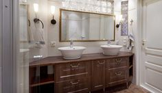 Eteisen, makuuhuoneiden, kodinhoitohuoneen ja WC:n kalusteisiin pätee sama joustavuus kuin keittiökalusteisiin. Liukuovet ovat nykyaikainen ratkaisu sulkea kaappien sisältö helposti. Kaikki voidaan tehdä mittatilaustyönä.