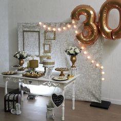 temas para fiestas de mujer Fiesta Decorations, Table Decorations, Happy Birthday Wishes Cards, 30th Party, Happy 30th, Ballerina Party, 20th Birthday, Fiesta Party, Luau