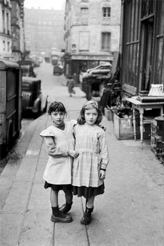 Édouard Boubat, The Two Friends, Paris, 1952