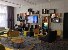 Puro Hotel, Cracovia - Uno spazio molto accogliente e moderno con ante ...