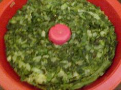 Recipes generally  Ingredients 1 bunch of spinach or chard Chopped white onion 1/2 girl 6 eggs 1/2 on bacon flavor flavoring seasoning Knor 1 pinch of seasoning for rice