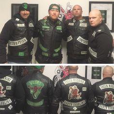 Biker Clubs, Motorcycle Clubs, Motorcycle Jacket, Old School Tattoo Designs, West Coast Choppers, Harley Bikes, Biker Rings, Bald Men, Bike Style
