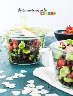 Salad in a jar: lenticchie Beluga, fave, fragole e pecorino (ed emulsione allo sciroppo d'acero) _ Salad in a jar: Beluga lentils, broad beans, strawberries and pecorino cheese (and maple syrup emulsion)