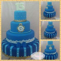 Bolo fake 15 anos azul