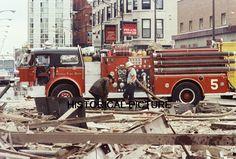 CHICAGO FIRE DEPARTMENT CFD EXPLOSION PHOTO 1972 5-11 GRECIAN GARDEN ENGINE 5