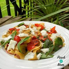 Caprese Pasta - Pinch Of Nom Slimming Recipes Sw Meals, Frugal Meals, Caprese Pasta, Vegetarian Recipes, Healthy Recipes, Slimming Recipes, World Recipes, Low Calorie Recipes, Weight Watchers Meals