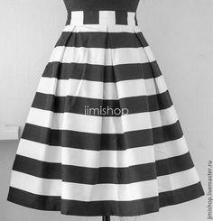 Купить Юбка в черно-белую полоску - пышная юбка на талии, миди до колена, необычная яркая