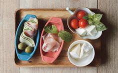 仲の良いお友達を招いてちょっとしたパーティを!ハムやチーズ、野菜と一緒におやつキングラスクをピックにさしたらカラフルなピンチョスができました!堀出美紗さんが家族と一緒につくる「おやつキング」のアレンジレシピ!