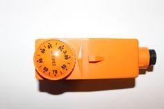 <p>Termostatul este un accesoriu important pentru pompa de recirculare a centralei termice pe lemne, el, practic, gandeste pentru ea, ii comanda oprirea si pornirea. Deseori, se intampla ca termostatul sa cedeze (mie mi s-a intamplat cam in fiecare iarna). Pretul unui termostat nu e mare, doar 30-40 de lei, dar …</p>