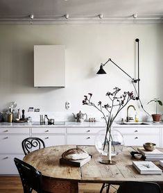 Home Decoration Ikea A perfect mixture of styles - via Coco Lapine Design.Home Decoration Ikea A perfect mixture of styles - via Coco Lapine Design French Home Decor, Fall Home Decor, Home Decor Kitchen, Unique Home Decor, Cheap Home Decor, Layout Design, Küchen Design, Decoration Ikea, Decoration Design
