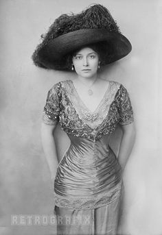 1910--American stage actress and vocalist Grace La Rue (1882-1956)