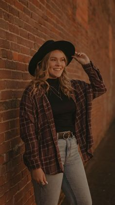 Senior Photo Outfits, Rodeo Outfits, Hippie Outfits, Rodeo Clothes, Cute Outfits, Country Senior Pictures, Girl Senior Pictures, Senior Photos, Fall Fashion Outfits
