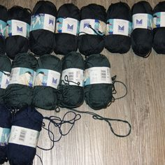 Vottemønster,Sokkemønster ,mønster til pannebånd og mini Selbu 🐑🇳🇴 | FINN.no Mittens, Monogram, Fingerless Mitts, Fingerless Mittens, Monograms, Gloves