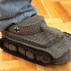 Pantoufles en forme de tank - Vêtement - etsy.com