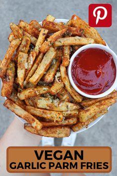 Garlic French Fries, Garlic Parmesan Fries, Baked Garlic, Best French Fries, Parmesan Soup, Best Vegan Recipes, Vegan Dinner Recipes, Vegan Dinners, Vegetarian Meals