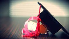 Pesquisa mostra o impacto financeiro de diplomas de graduação, pós e da fluência em inglês no salário dos brasileiros