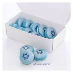 Hanukkah white chocolate French macarons. For recipes, ideas & more, follow me @sosweetbites on Imstagram.