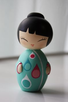 Turquoise Rain Drop Japanese Kokeshi Doll:  mouth detail